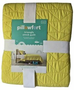 Pillowfort Unisex Yellow Quilt Twin Bed Triangle Stitch Yellow Comforter NWT