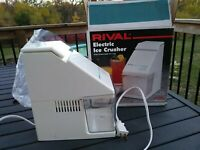 RIVAL Electric Ice Crusher Model 840. White Removable Cup Works! Vin. Excellent