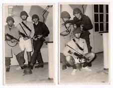 PHOTO ANCIENNE Costume Déguisement Vers 1960 Militaire Soldat Mitraillette Drôle