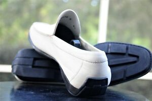 Salvatore Ferragamo  Mans white  leather penny style Driving Loafer Size 8.5 D