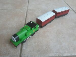 Thomas Trackmaster Oliver train with original carriages (battery op'd) VERY RARE