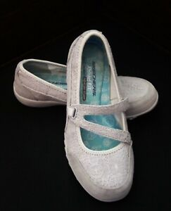 Skechers Womens Mary Jane Slip-Ons Size 7.5 Light Gray Relaxed Fit 23098