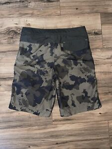 The North Face Boys Camo Poly Board Shorts Style Shorts Size M (10-12)