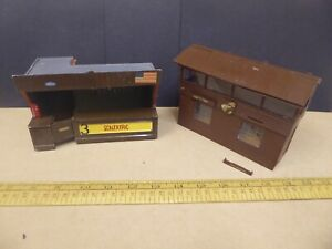 Vintage Triang Scalextric kit built Pit Building + Flag Marshall / Observer hut