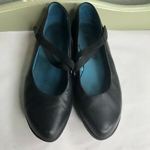 Tsubo Black Leather Maryjanes Shoes Women's Size 6 Blue Insoles