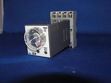 Idec Electronic Timer Relay GT3F-2 D24 w/ SR2P-06 8-Pin Relay Socket Mount