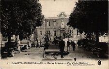 CPA  Lamotte- Beuvron(L.-et-C.)  -  Place de la Mairie - Parc d'Autos ..(208657)