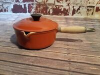 Brown Le Creuset Sauce Pan Lid Pouring Spout Cast Iron Enamel 18 Wooden Handle