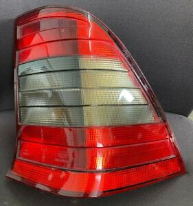 Heckleuchte Rücklicht rechts Mercedes C-Klasse W202 Kombi dunkel 2028204064