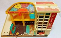 Vintage 1970's Fisher Price Little Car Garage. Spares or Repairs