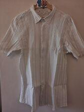 "(18) Men's stretch slimfit white ridged shirt XL 40"" by George."