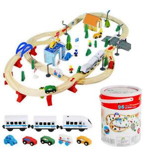 Holzeisenbahn Eisenbahn Kinder Zug Spielzeug 96 Teile mit Bateriebetriebene Loko