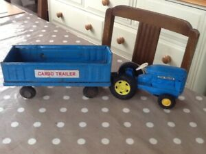 """Vintage Tin Tractor And Trailer 16 """" Long And 4"""" High"""