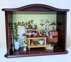 Reutter Porcelain Dollhouse Miniature Filled Garden Shoppe Display