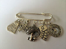 ALICE IN WONDERLAND Silver Tone Kilt Pin Brooch in gift bag cute present