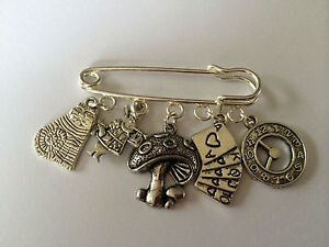 ALICE IN WONDERLAND Silver Tone Kilt Pin Brooch in gift bag cute present
