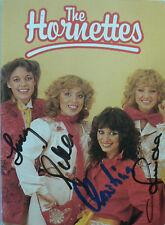 The Hornettes - Pop-Gruppe - original signiertes Foto