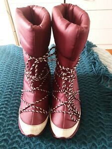 LACOSTE Women Winter Boots Wedge Snow SIZE 7 US Maroon White B25