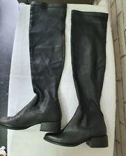 Próxima encima de la rodilla negro cuero tire de botas talla 5/38