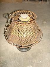 alte Petroleumlampe mit Holzschirm Schirm antik