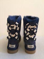 UGG CLASSIC SHORT BAILEY BOW STRIPE NAVY WOMEN BOOT US 8 / EU 39 / UK 6.5 - NIB