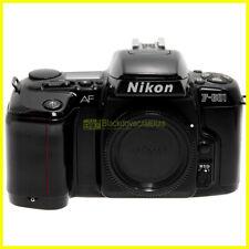 Nikon F-601 fotocamera reflex autofocus a pellicola usata. F601 body.