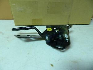 New OEM 2002-2005 Ford Thunderbird Removable Top Clamp Assembly