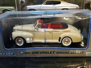Welly 1941 Chevy Special Deluxe Convertible 1:18 Scale Diecast Model Car