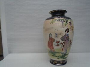 Lovely vintage Japanese Satsuma vase with hand painted figures & makers mark WOW