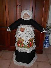 Vacuum Cover Soft Sculpture Grandma - Black Dress Cream Lace Apple Apron