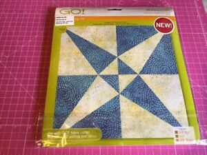 """Accuquilt Go Fabric Die Cross Canoes 9"""" Finished Size"""