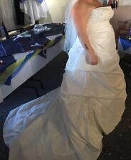 Beautiful Ivory veromia Wedding dress size 20, A-line lace up.