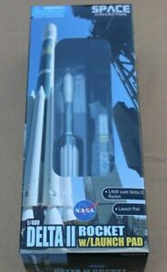 DRAGON MODELS DELTA II ROCKET WITH LAUNCH PAD 1/400 NASA SPACE COLLECTION #56238