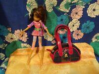 la poupée et le sac griffé BRATZ a saisir !!