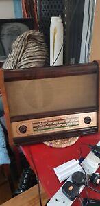 *ORIGINAL BENTWOOD CASED FERGUSON  RADIO  MODEL 353U /SERIAL No 5248  may 1954