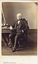Photo cdv : Levitsky ; Bourgeois Parisien assis en pose , vers 1865
