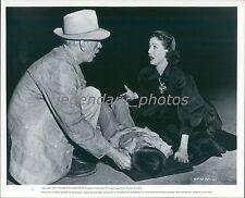 1952 Paula Original Press Photo Loretta Young Kent Smith