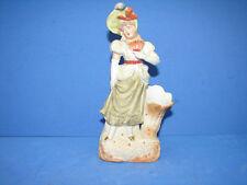 Jolie ancienne statue en biscuit, Pique-fleurs, jeune femme