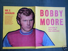 BOBBY MOORE - CENTREFOLD PICTURE - MAGAZINE CLIPPING /CUTTING- PIN-UP