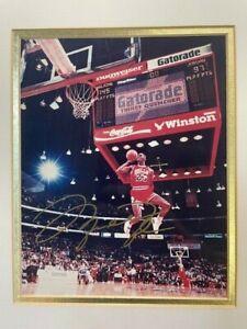 Signed Michael Jordan 1988 Dunk Contest 8 x 10 photograph. gold ink