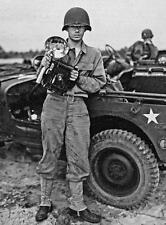 Photo. WW2. American Gi with DKO -Speed Graphic Camera