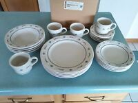 Longaberger USA Pottery 20 pc Dinnerware Placesettings Heritage green NEW w/box