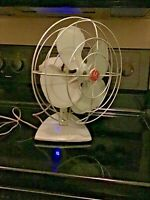 "VINTAGE 1950'S GENERAL ELECTRIC 10"" OSCILLATING MID-CENTURY LIGHT GREY FAN"