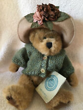 1985 J B Bean Mrs. Trumble Plush Boyds Bears Green Knitted Sweater Flower Hat