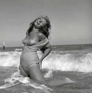 1954 Bunny Yeager Pin-up Camera Negative Topless Beauty Frolics In Surf NR Orig.