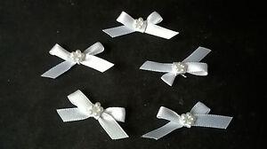 5  White 6mm ribbon Ribbon bows with a circle of beads