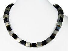 Wunderschöne Edelsteinkette aus Onyx und Pyrit in Würfelform
