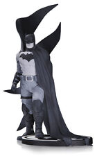 Statuette Batman by Rafael Albuquerque - Batman Black & White - 23 Cm