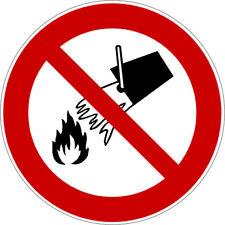 Mit Wasser löschen verboten - Verbotszeichen nach ISO 7010, Aufkleber