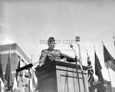 GENERAL GEORGE PATTON ADDRESSING AUDIENCE IN HAMILTON, MASS - 8X10 PHOTO (CC901)